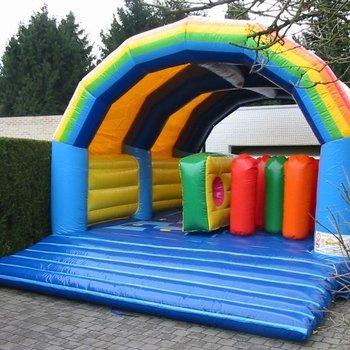 Rainbow hindernissen 5m x 7m x 3,85m (b x h x l) (weekenddag of feestdag)