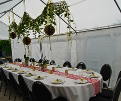 ovale gedekte tafel